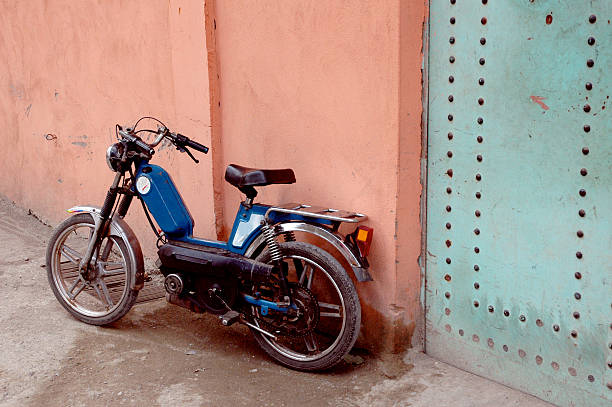 moto marocain - moped photos et images de collection