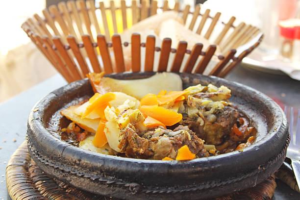 モロッコ国立料理-タジーンの肉と野菜 ストックフォト