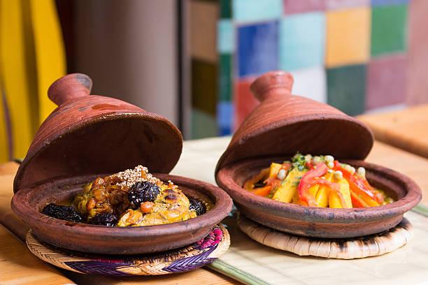 marokko typische gericht-fleisch und gemüse in ein tajine. - chefkoch auflauf stock-fotos und bilder