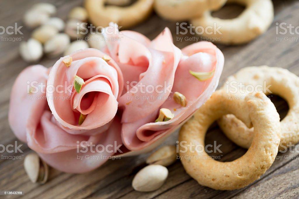 mortadella e pistacchi - Foto stock royalty-free di Antipasto