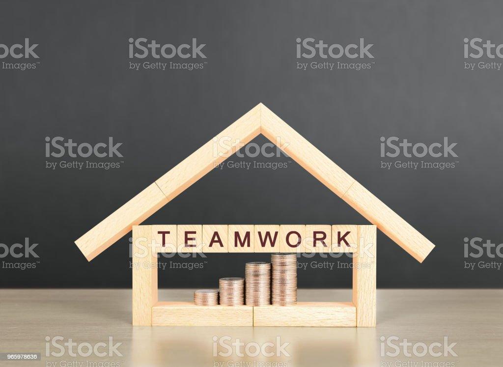 Hypotheken-Konzept von Haus von hand - Lizenzfrei Architektur Stock-Foto