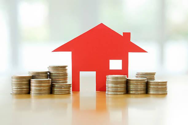 Hypotheken-Konzept mit Geld Haus von den Münzen – Foto
