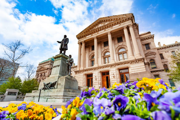 Morton statue in front of Indiana Statehouse, USA Oliver Perry Morton statue in front of the Indiana State Capitol building in springtime, Indianapolis, USA state capitol building stock pictures, royalty-free photos & images