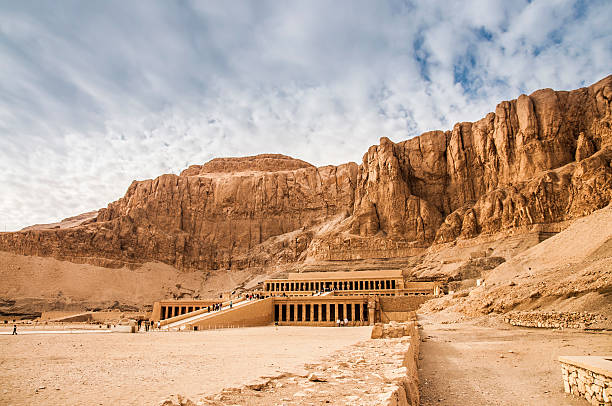 mortuary temple of hatshepsut - egypte stockfoto's en -beelden