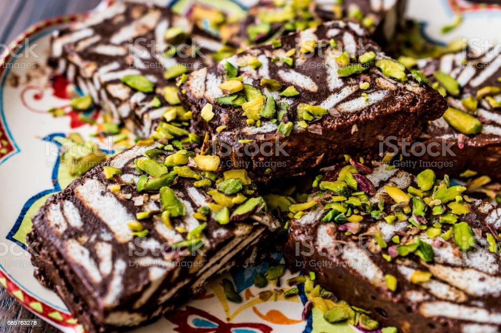 Mozaïek chocolade en Biscuit taart met pistache. royalty free stockfoto