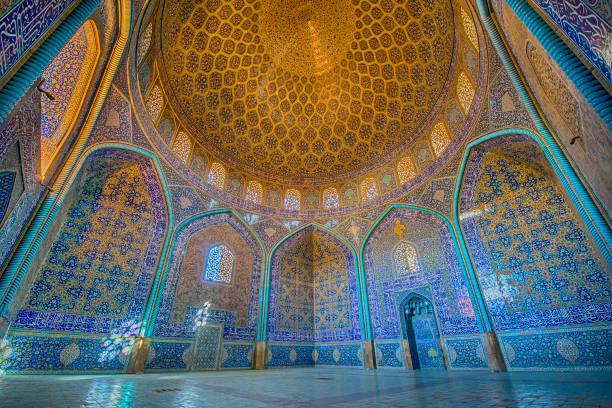 mosaic decoration inside of sheikh lotfollah mosque, isfahan - moskee stockfoto's en -beelden