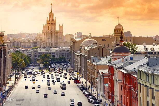 vista da cidade ao pôr-do-sol - moscovo - fotografias e filmes do acervo
