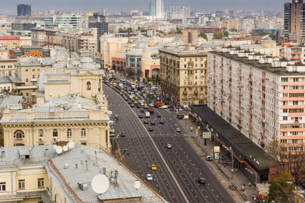 Paisagem da cidade de Moscou. Vista superior da rua Zemlyanoy Val e do shopping Center Atrium - foto de acervo