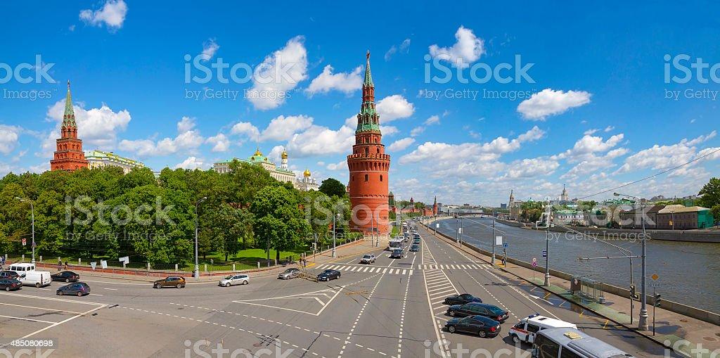 Московский Кремль и Москва-реку в солнечный день стоковые фото Стоковая фотография