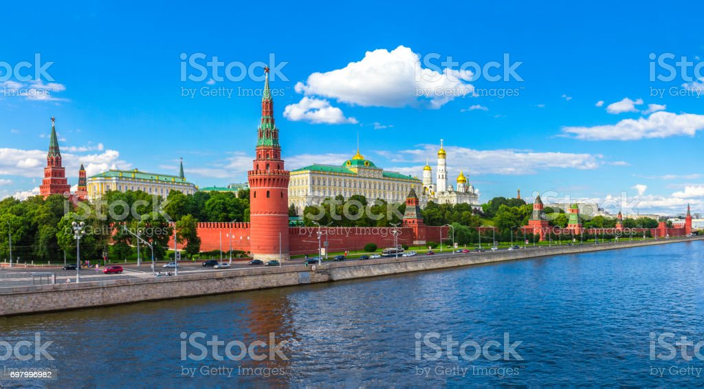 Moscow Kremlin and Moscow River on a sunny day стоковое фото