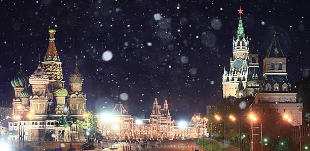 Moscú Kremlin en paisaje de nieve Rusia - foto de stock