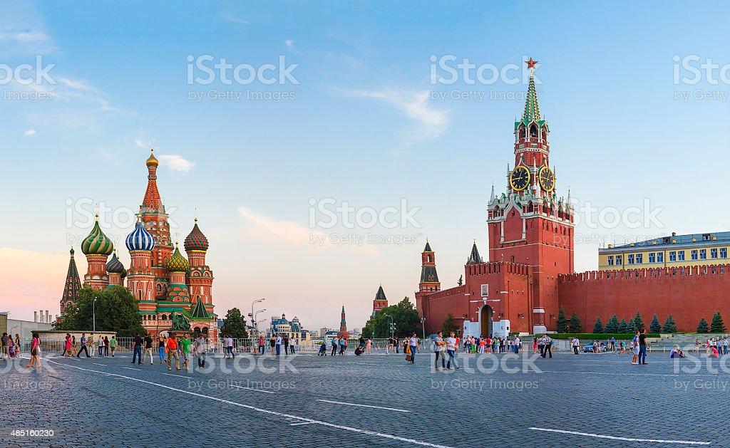 , Москва Кремль Спасская башня и Собор Василия Блаженного стоковое фото