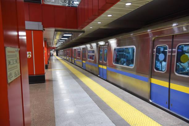 moskau (almaty metro) - almaty metro wiedenmeier stock-fotos und bilder
