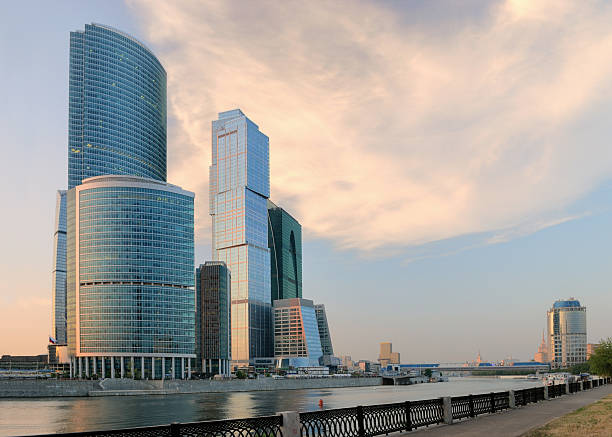 Moskau-Stadt im Sonnenuntergang – Foto