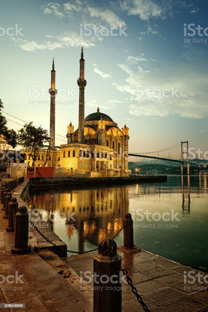 Moschee und Bosporus Brücke – Foto