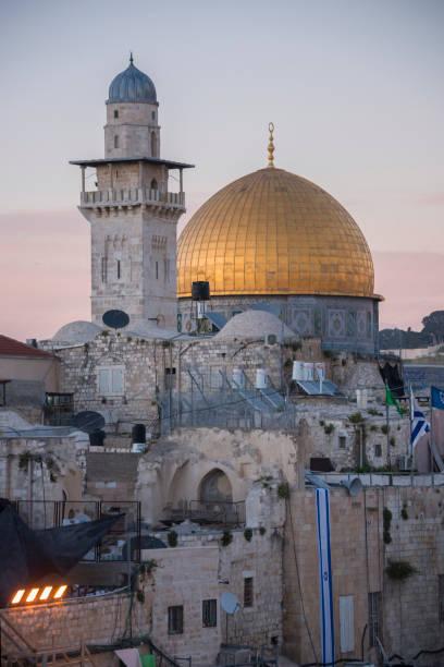 Mezquita y la cúpula dorada del templo de Jerusalén - foto de stock
