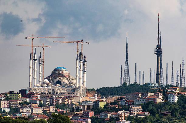 mosque being restored in instanbul, turkey - sharia foto e immagini stock