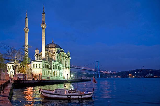 Mosque of Ortakoy, in Istanbul - foto de stock