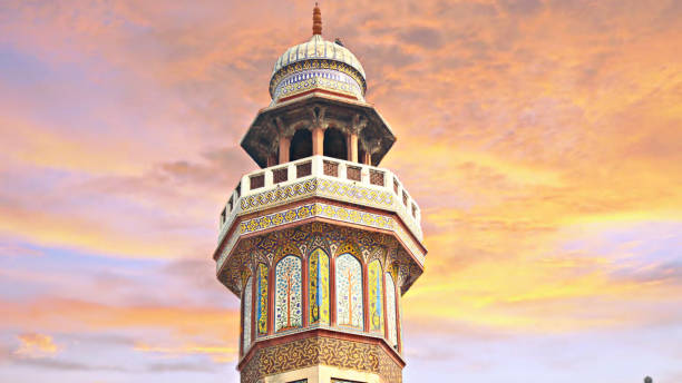 Mosque Wazir Khan This minar is of Mosque Wazir Khan located in ancient city Lahore, Pakistan. Built in 1800's this mosque is still in its original condition. lahore pakistan stock pictures, royalty-free photos & images