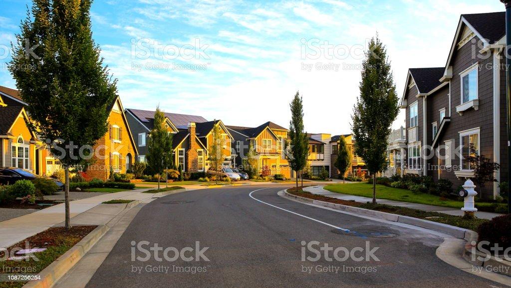 Most beautiful neighborhood street - Zbiór zdjęć royalty-free (Architektura)