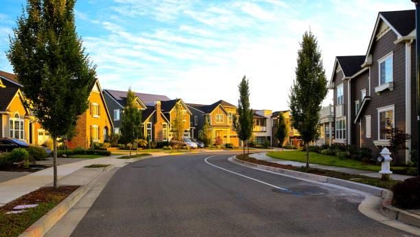 rua de bairro mais bonito - edifício residencial - fotografias e filmes do acervo