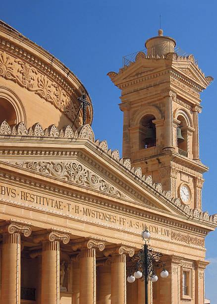 mosta dome, malta - klokkentoren met luidende klokken stockfoto's en -beelden