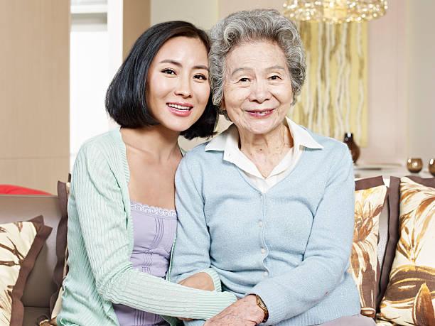 母と娘の大人 - 母娘 笑顔 日本人 ストックフォトと画像