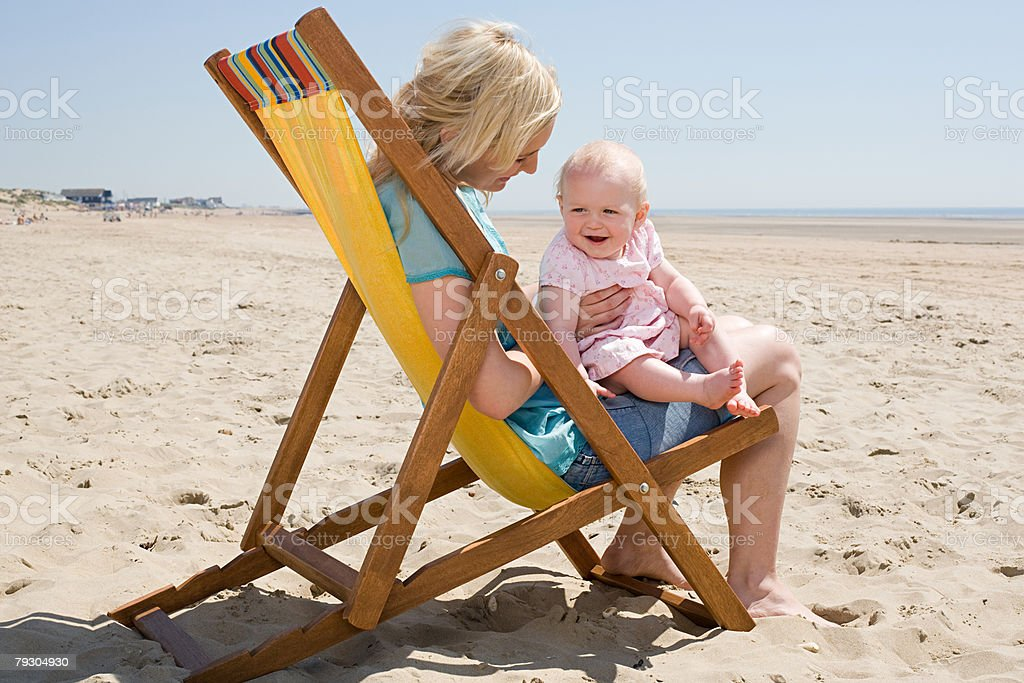 Mother and baby girl on a beach royalty-free 스톡 사진
