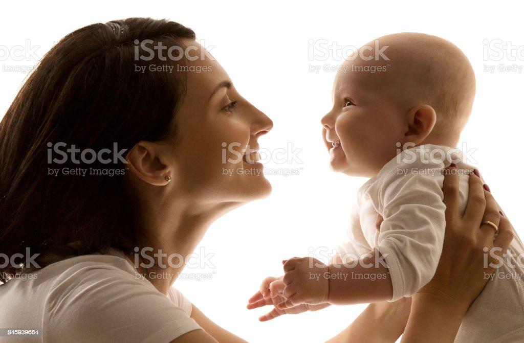 Mutter und Kind, Mutter sah zu neugeborenen Kind Face to Face, glückliches Kind – Foto
