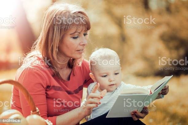 Mother and baby on a picnic picture id640349426?b=1&k=6&m=640349426&s=612x612&h=u3glnxnnkxo5wmayacbbvmnva h3bg8iyr2hsyos8bo=