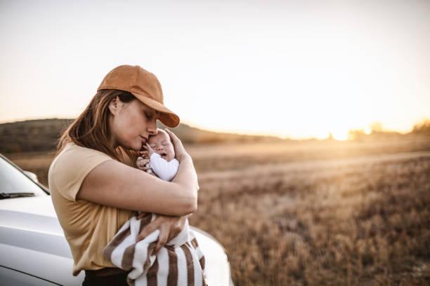 Mutter und Baby auf Roadtrip – Foto