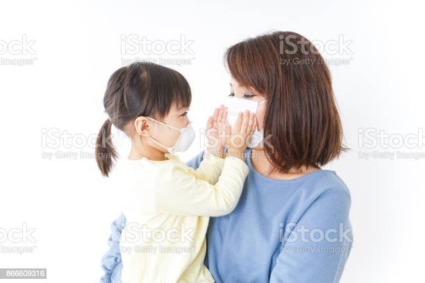 Mother and baby with cold prophylaxis mask picture id866609316?b=1&k=6&m=866609316&s=612x612&h=q8ntgpk7afvskqt2 ccpuvilhfsot9qyh4whrtv5bde=