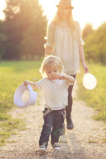 Moeder En Kind Stockfoto en meer beelden van Alleenstaande moeder