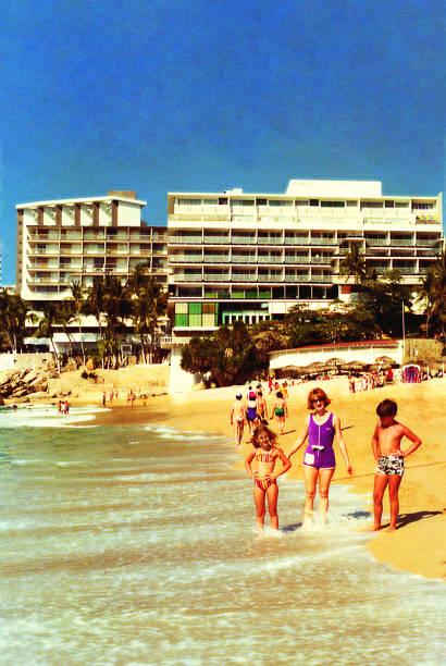 mother and children at the beach - viagens anos 70 imagens e fotografias de stock