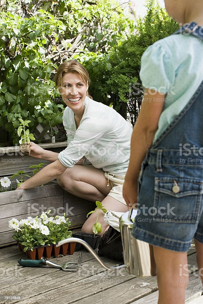 A mother and daughter and gardening 免版稅 stock photo