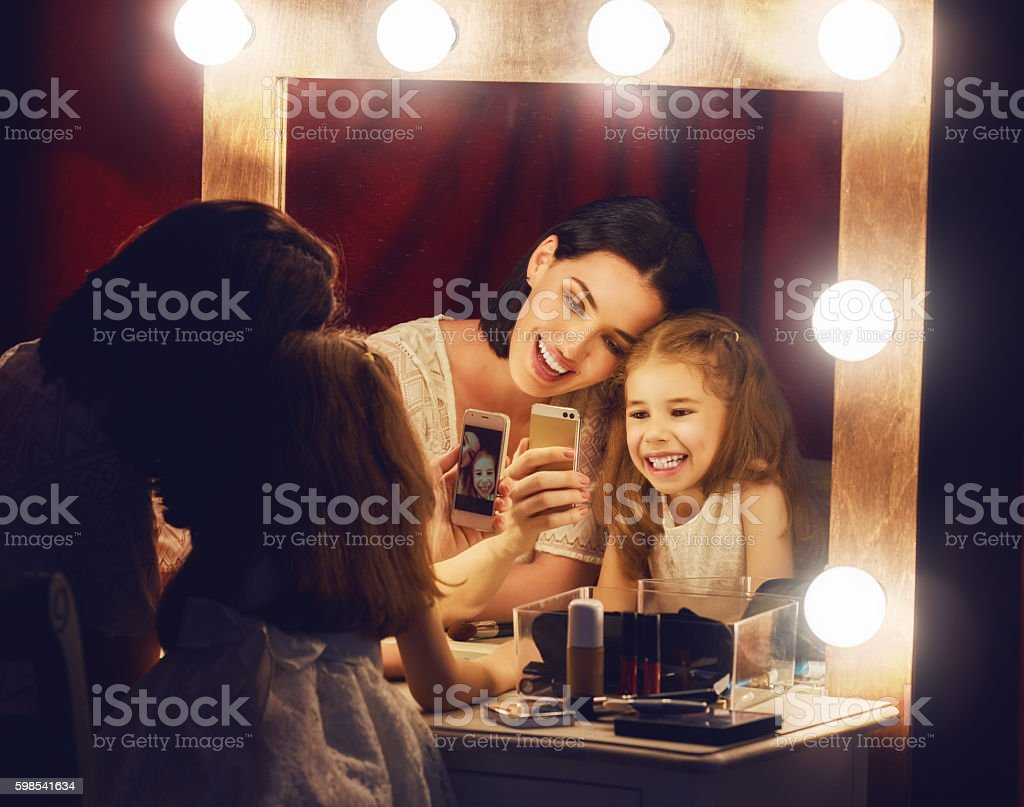 Mother and daughter are doing makeup photo libre de droits