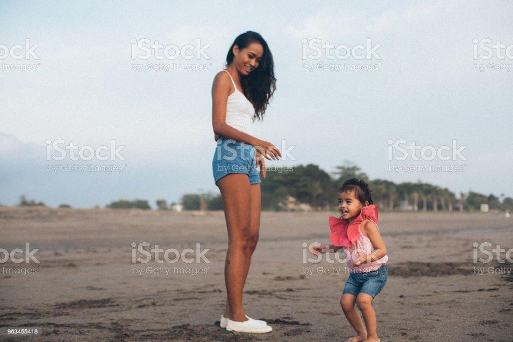 Anne ve kızı eğleniyor - Royalty-free Aile Stok görsel