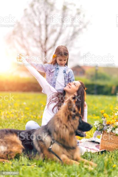 Mother and daughter in nature picture id928805642?b=1&k=6&m=928805642&s=612x612&h=f3cc 3pcrfofbijtc00hsqewxpeokalqxiqqqkcv22w=