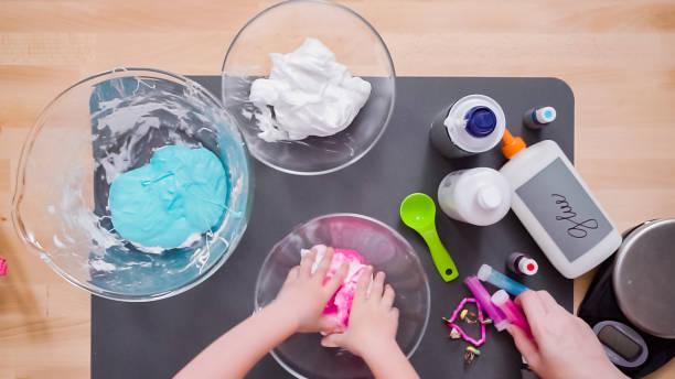 mother and daughter making colorful fluffy slime. - bagno zdjęcia i obrazy z banku zdjęć