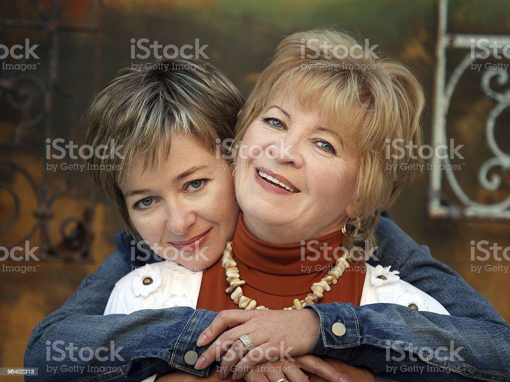 母と娘 - カジュアルウェアのロイヤリティフリーストックフォト