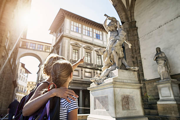 mother and daughter visiting city of florence (firenze), tuscany - museum stockfoto's en -beelden