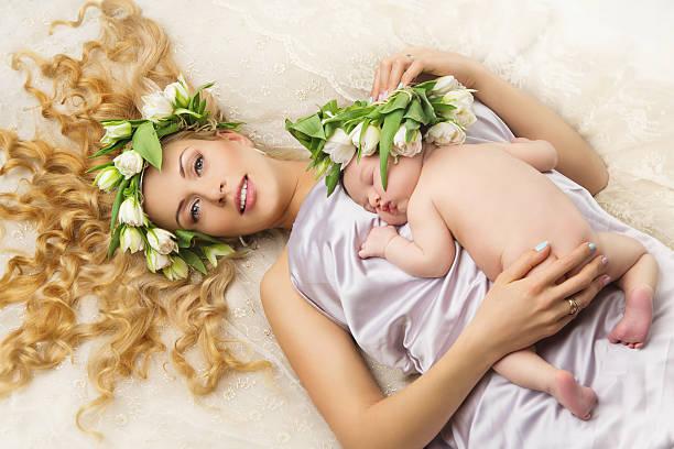 Matka i córka z kwiatów na głowie Wystrój – zdjęcie