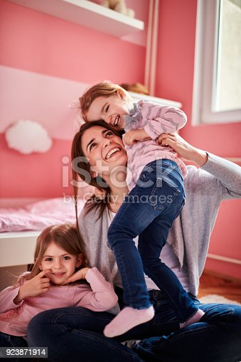 istock Mother and daughters 923871914