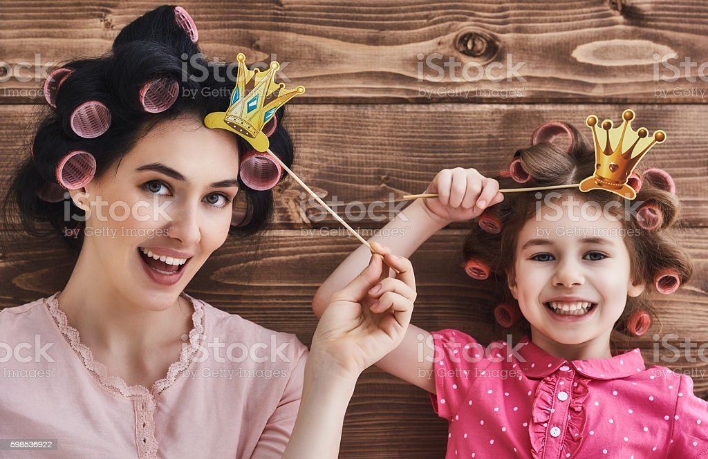 Mother and her daughter with accessories photo libre de droits