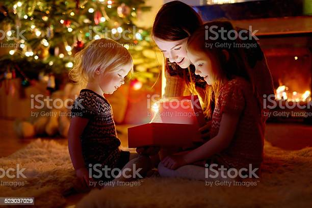 Mother and her daughters opening a christmas gift picture id523037029?b=1&k=6&m=523037029&s=612x612&h=as0zh0qd7przjny8scrkzwhvgkkmmx3axahlcaprlus=