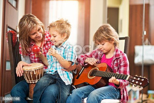 172407626 istock photo Mother and kids playing music together 538661166