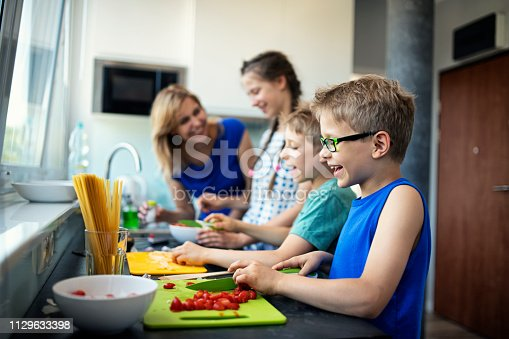 istock Mother and kids preparing lunch 1129633398