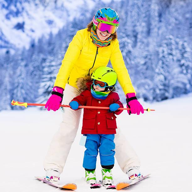 mother and little boy learning to ski - winter austria train bildbanksfoton och bilder