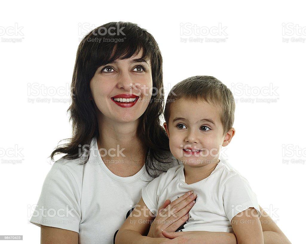 구슬눈꼬리 및 어린 아들과 티셔츠 미소 있는 royalty-free 스톡 사진