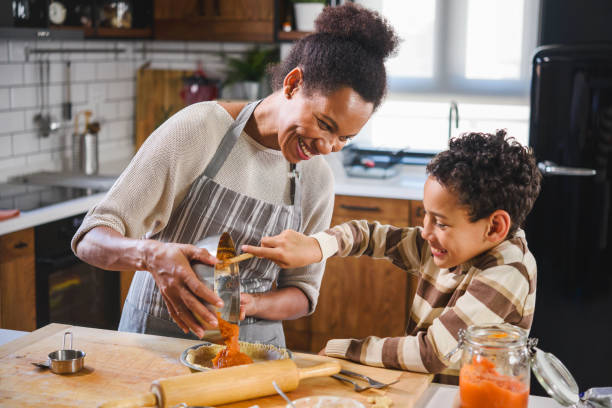 Mother and son baking together picture id1178735228?b=1&k=6&m=1178735228&s=612x612&w=0&h=4mitskk1fmwhah0gptzrqr44pewkjyyesq7aa6waabi=